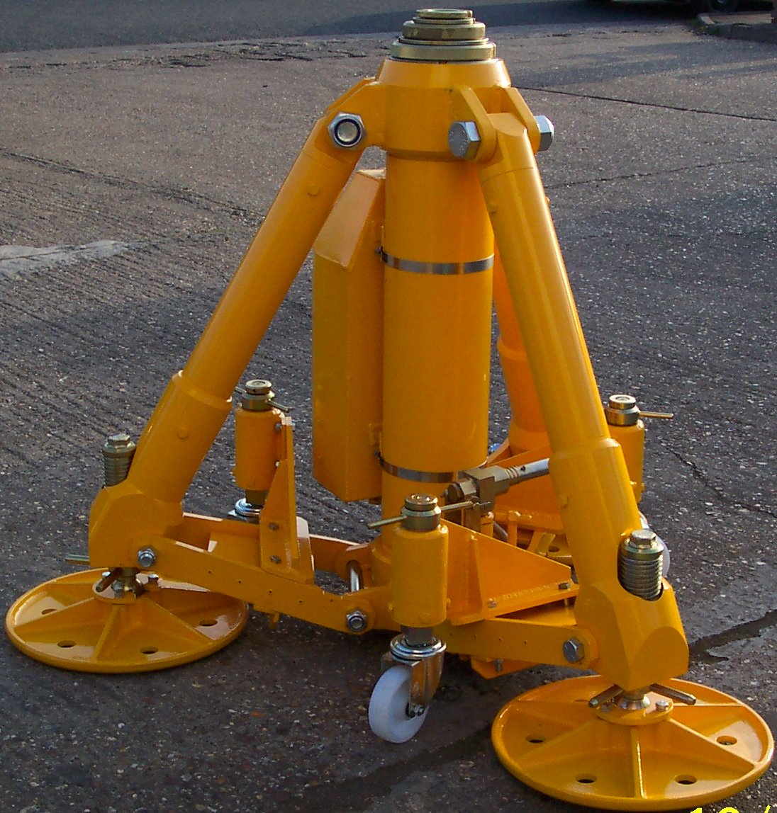 RHE Southern have a large selection of Airbus and Boeing jacks for hire. Our rates are very competitive and flexible, with hire periods from one month.